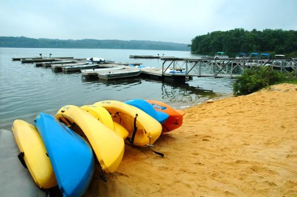 Lake-Nockamixon-State-Park-Lake-Canoes-Boats-900VP-587x0