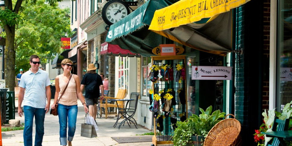 ChestnutHill-Street-Scene_J.Fusco_Shopping-980VP-976x488